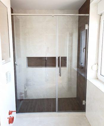 Tuš kabina sa Pivot vratima