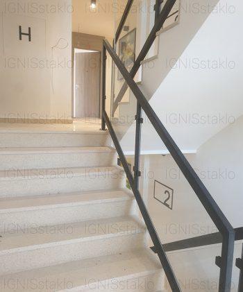 Staklena ograda na stepeništu